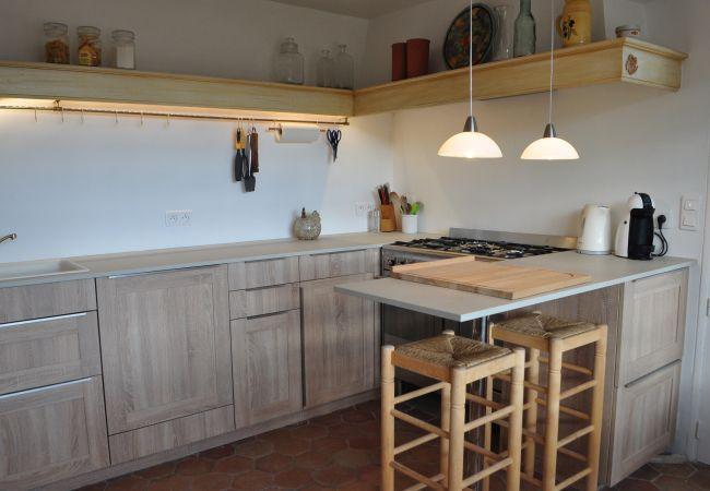 Maison à Cotignac - Location Saisonnière en Provence : Les 2 Palmiers
