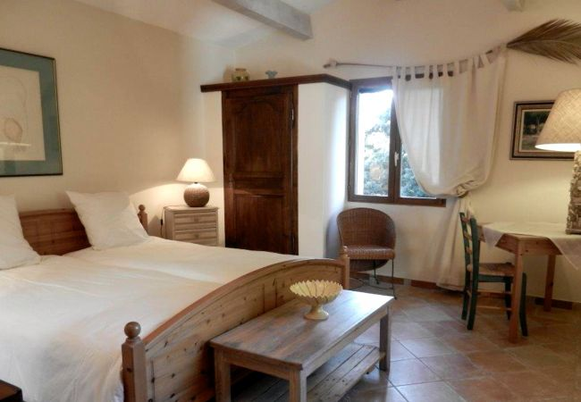 Maison à Cotignac - La Ralaye : tranquillité à proximité des commerces et restaurants
