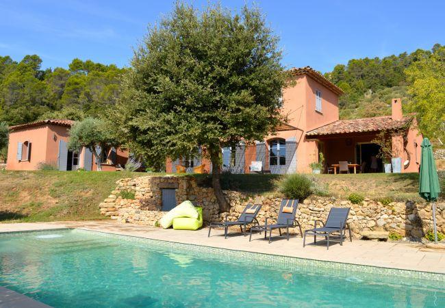 Maison à Cotignac - Maison de vacances en Provence : La Bastide du Derroc :